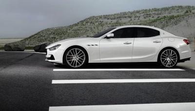 2014-Maserati-Ghibli-White-Side2