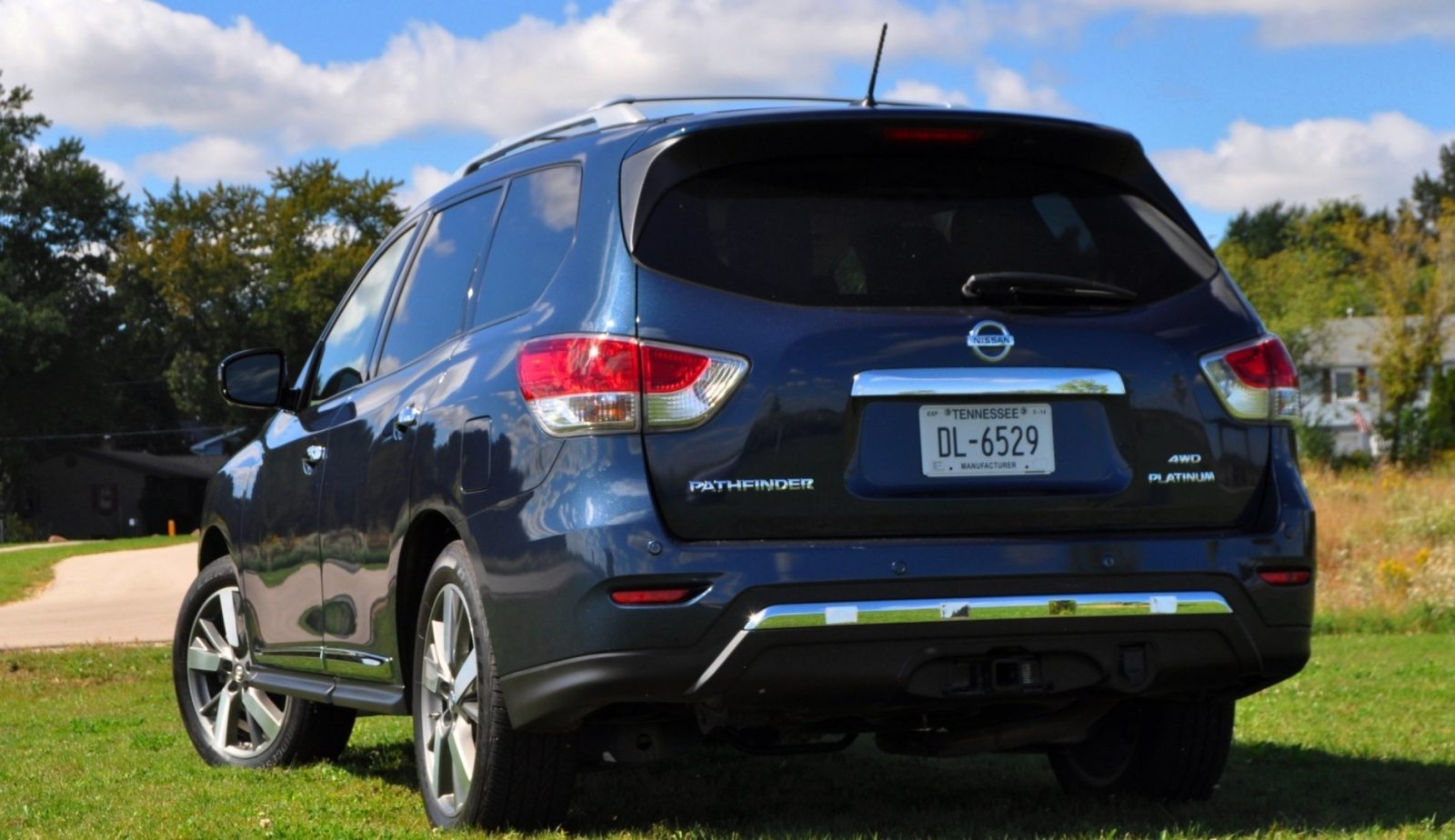 2014 Nissan Pathfinder Platinum Inside and Out100