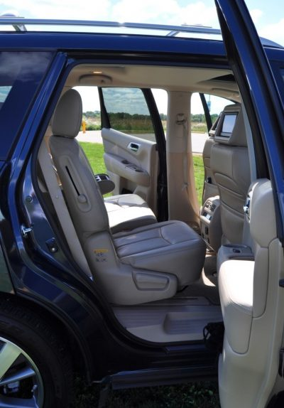 2014 Nissan Pathfinder Platinum Inside and Out16