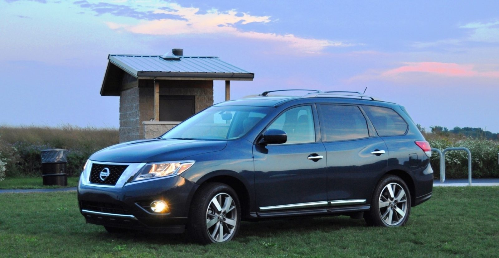 2014 Nissan Pathfinder Platinum Inside and Out32