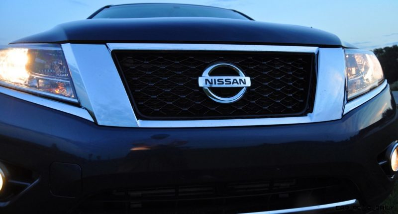 2014 Nissan Pathfinder Platinum Inside and Out33