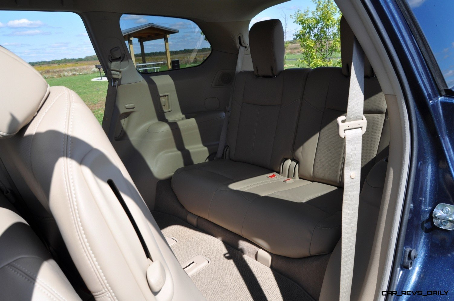 2014 Nissan Pathfinder Platinum Inside and Out4