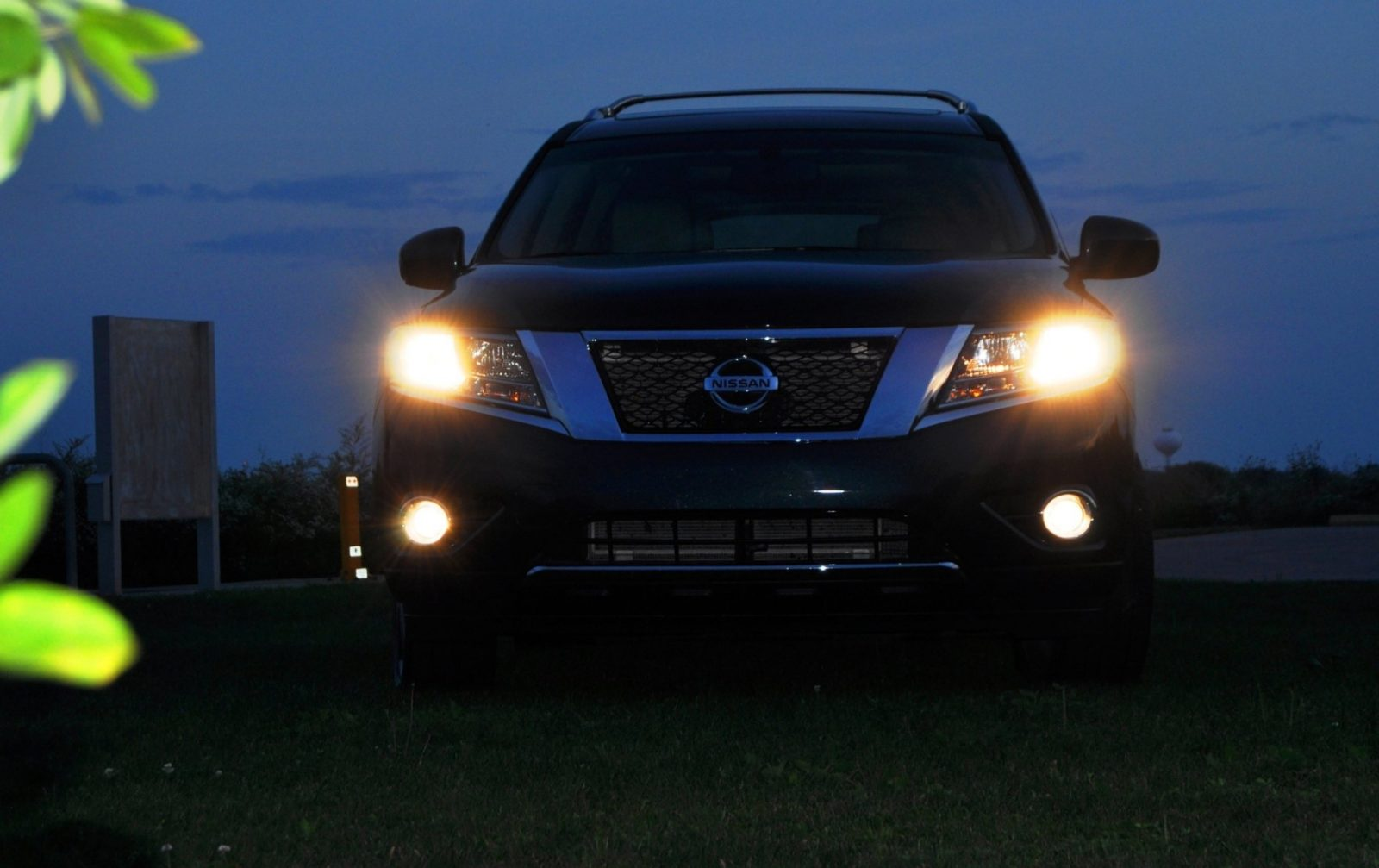 2014 Nissan Pathfinder Platinum Inside and Out54