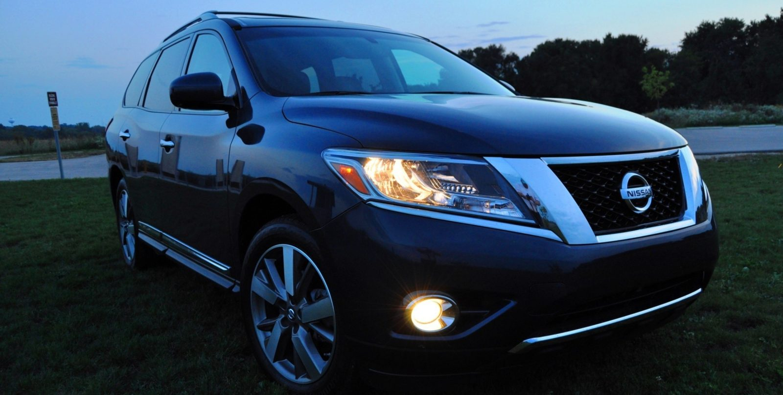 2014 Nissan Pathfinder Platinum Inside and Out76