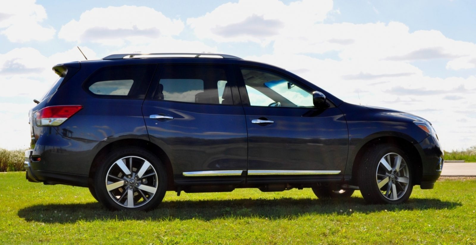 2014 Nissan Pathfinder Platinum Inside and Out95