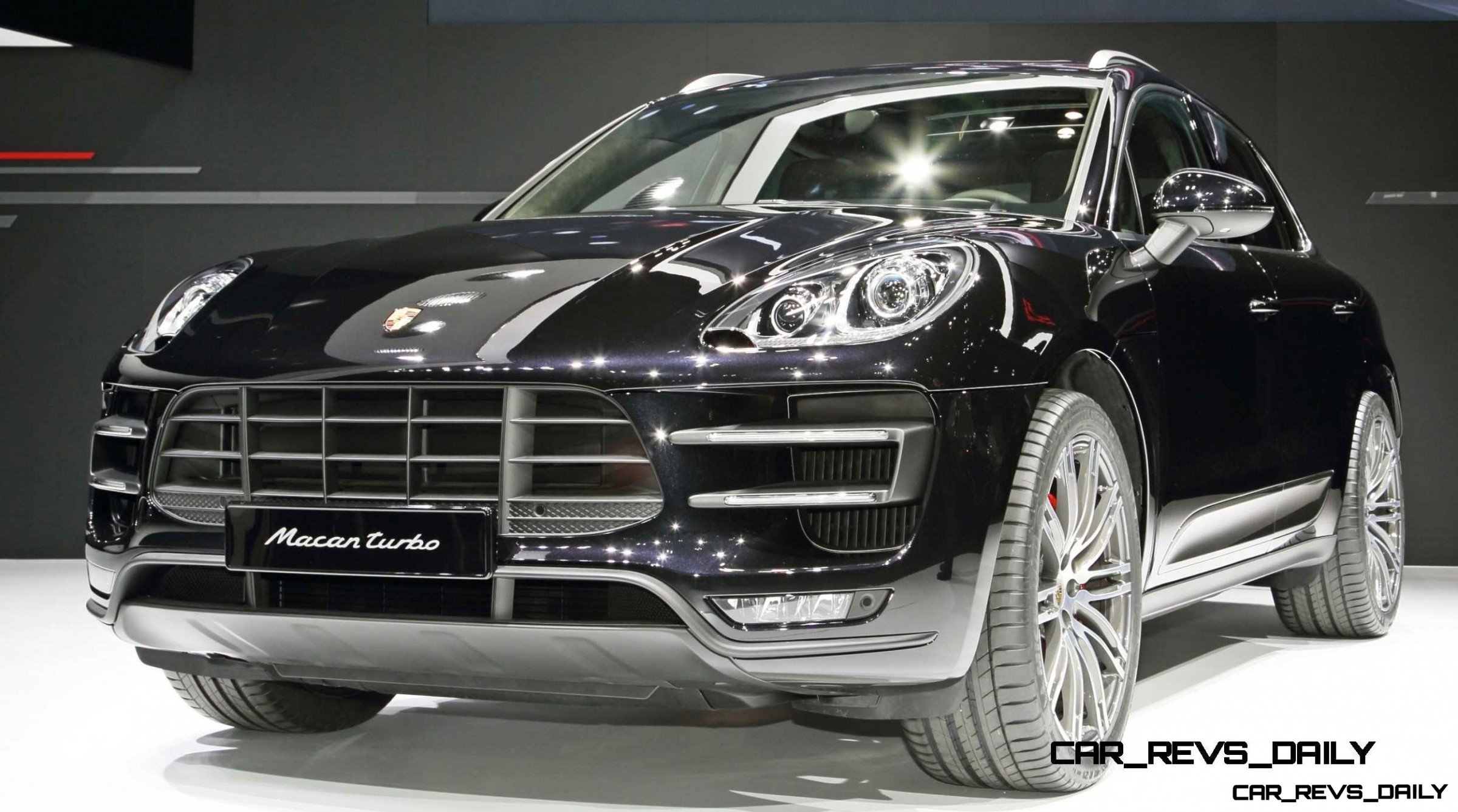 2014 Porsche Macan Turbo and Macan S - Official Debut Photos15