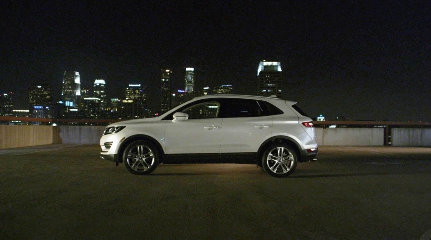 2015 Lincoln MKC Crossover - A Cool Mix of Infiniti and Audi75