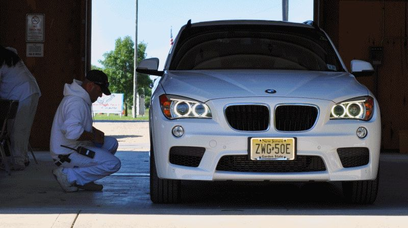 BMW X1 sDrive28i M Sport - Alpine White Animated GIF
