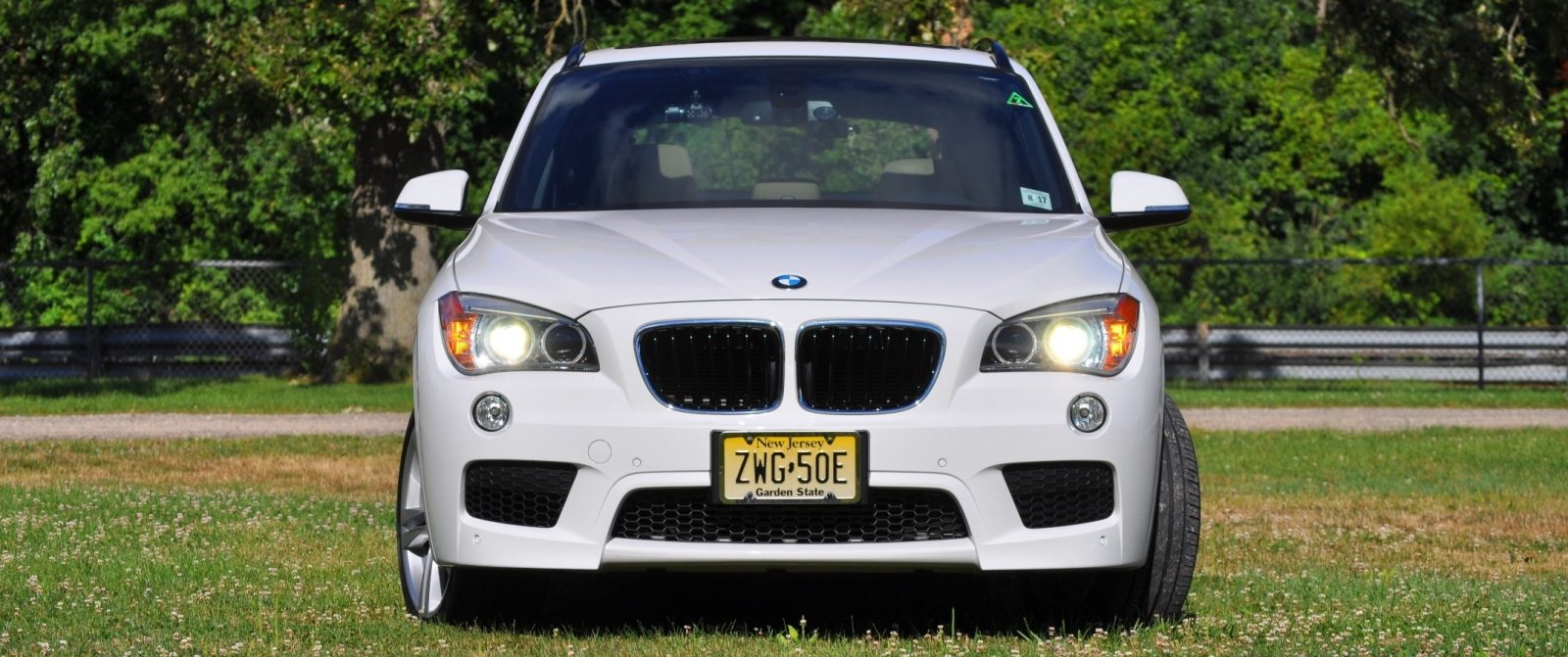 BMW X1 sDrive28i M Sport - Alpine White in 60 High-Res Photos13