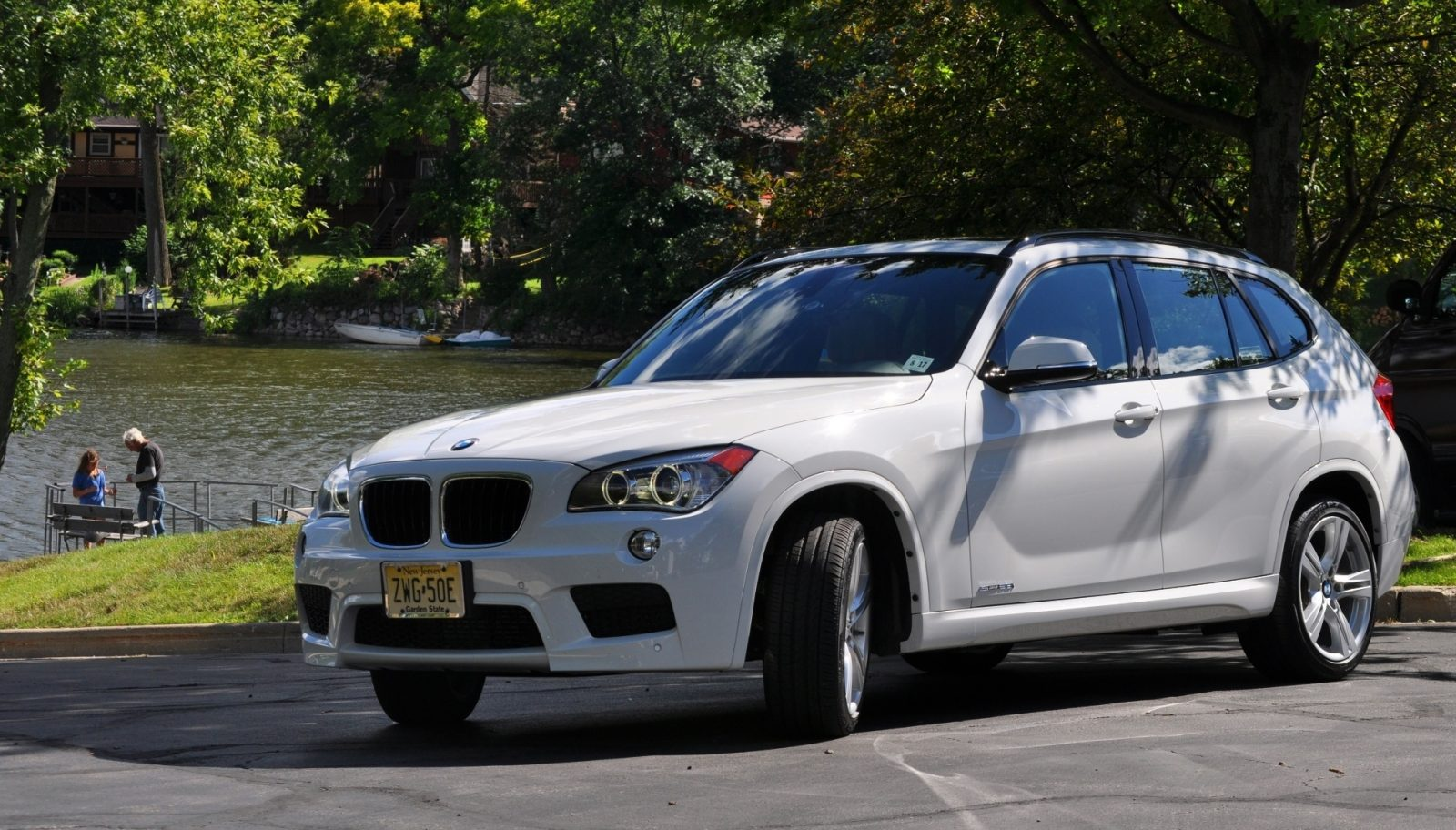 BMW X1 sDrive28i M Sport - Alpine White in 60 High-Res Photos30