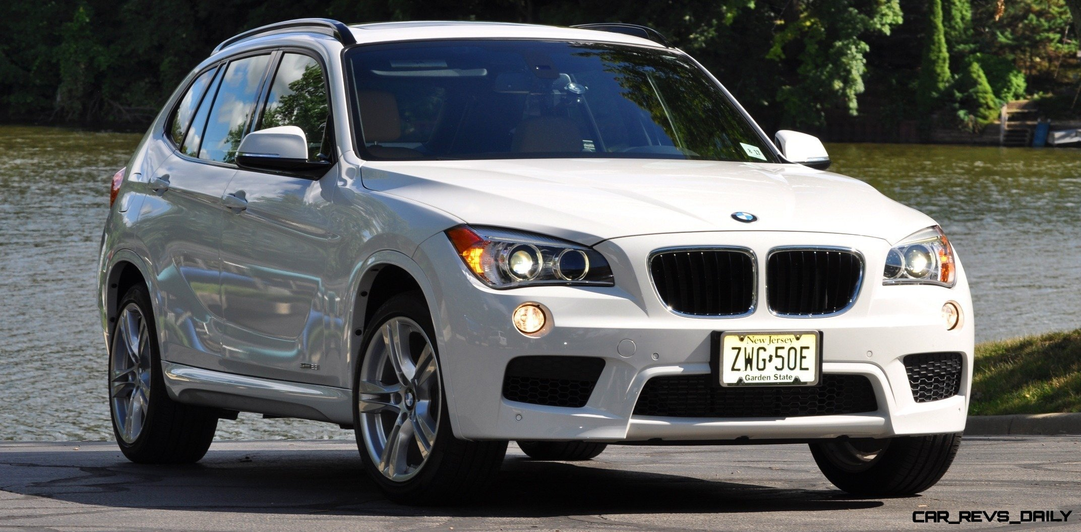 BMW X1 sDrive28i M Sport - Alpine White in 60 High-Res Photos35