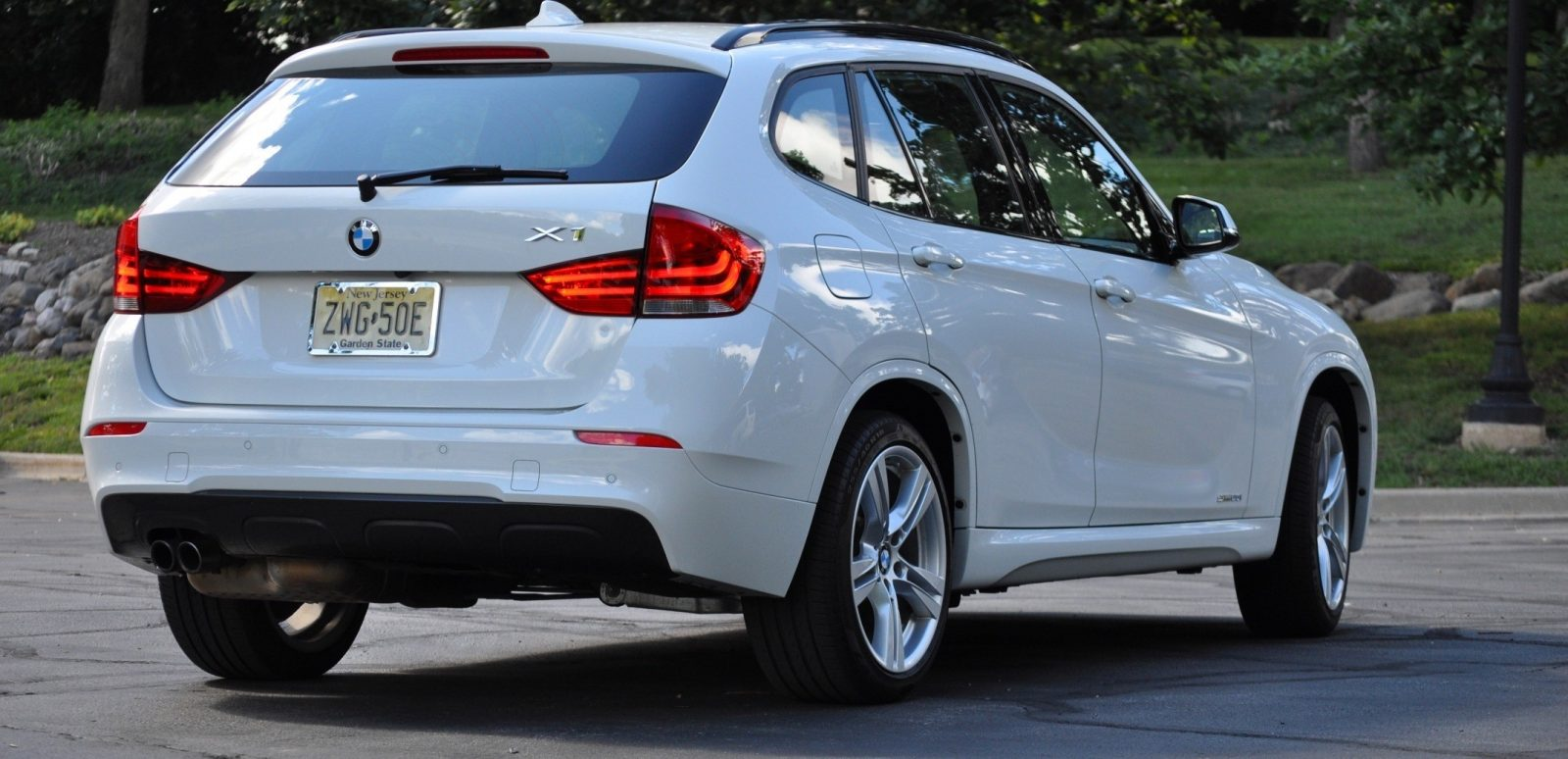BMW X1 sDrive28i M Sport - Alpine White in 60 High-Res Photos45