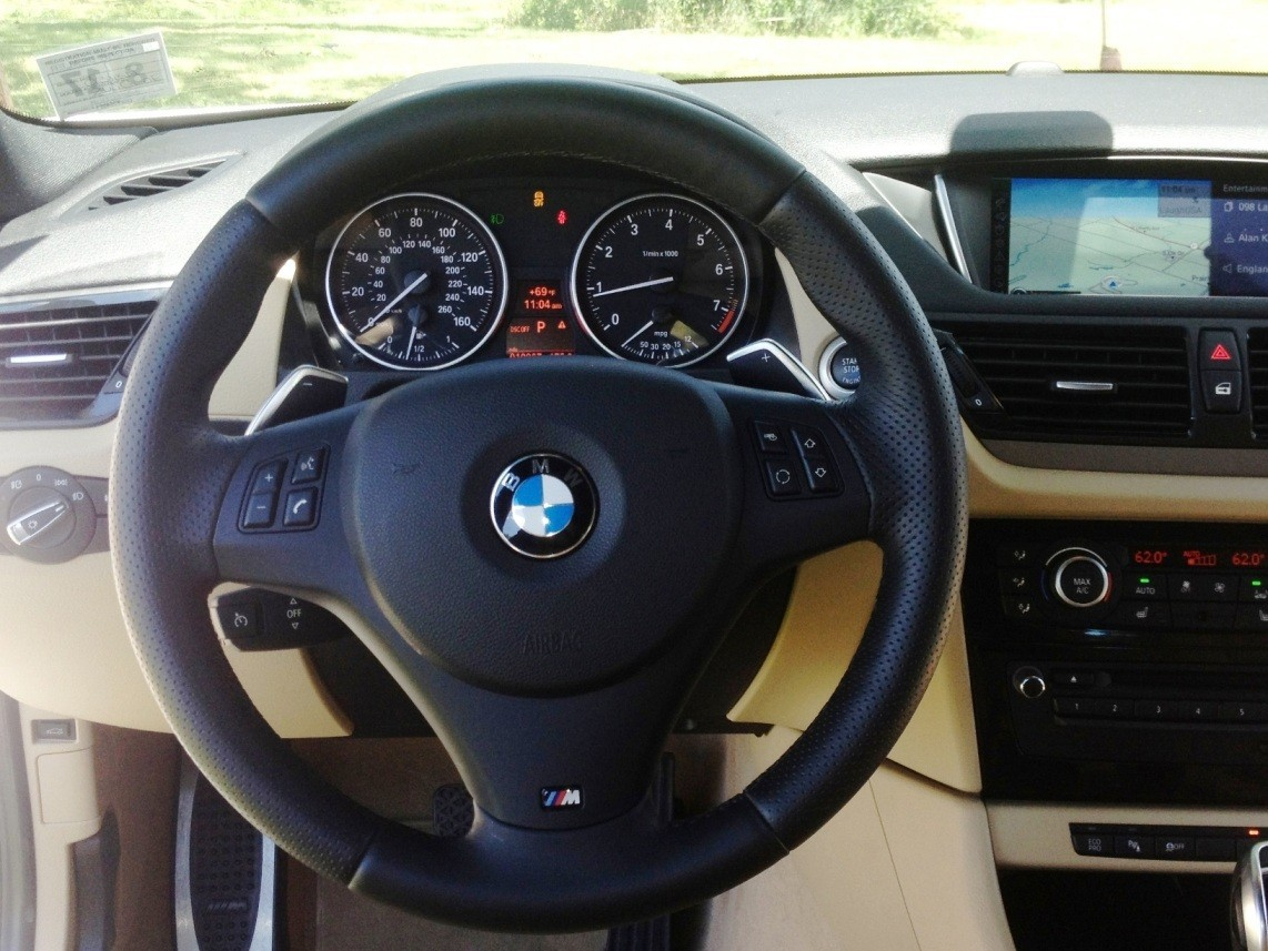 BMW X1 sDrive28i M Sport - Alpine White in 60 High-Res Photos55