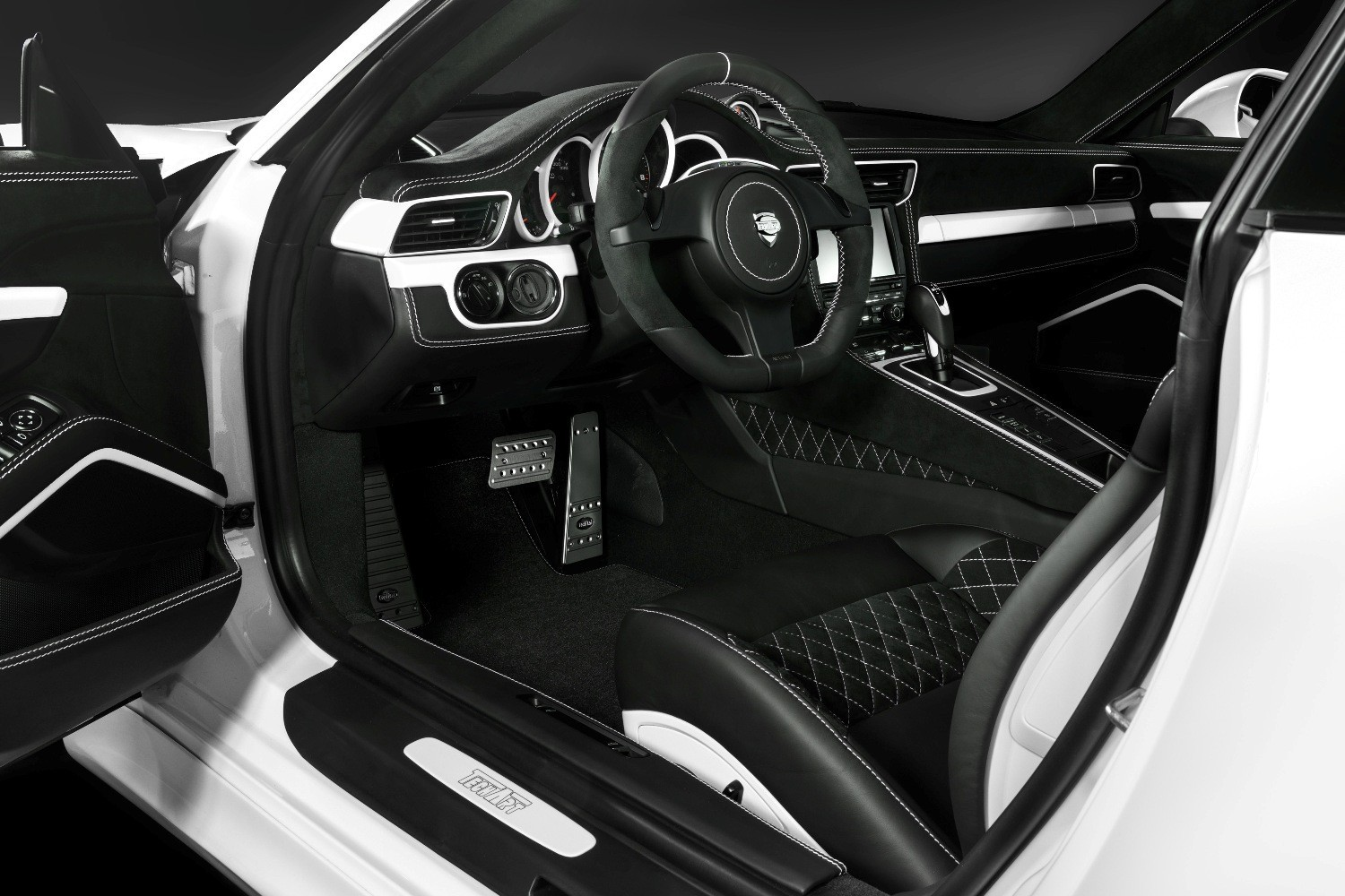 TECHART_for_Porsche_911_C4S_interior1
