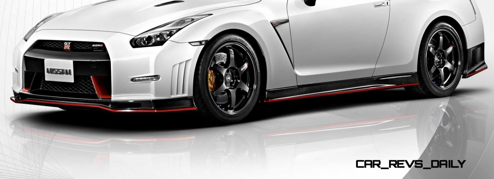 12 2014 Nissan GT-R NISMO Brings FutureTech and 600 Horsepower
