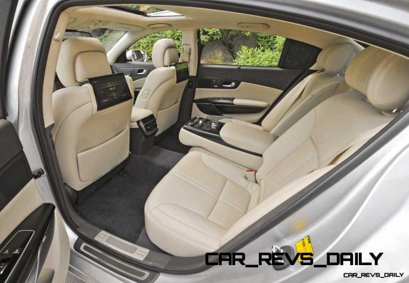 2013-kia-quoris-rearseat