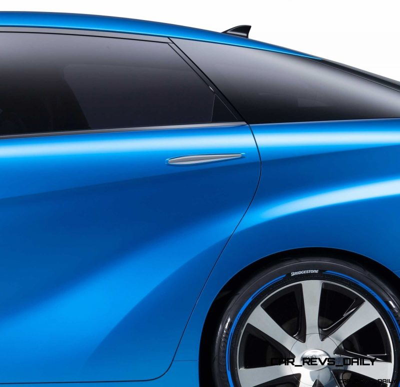 2013_Tokyo_Motor_Show_Toyota_Fuel_Cell_Vehicle_Concept__015