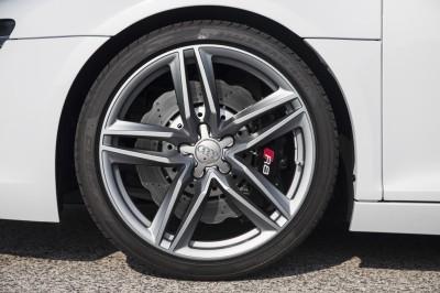 2014 Audi R8 V8 CarRevsDaily 11