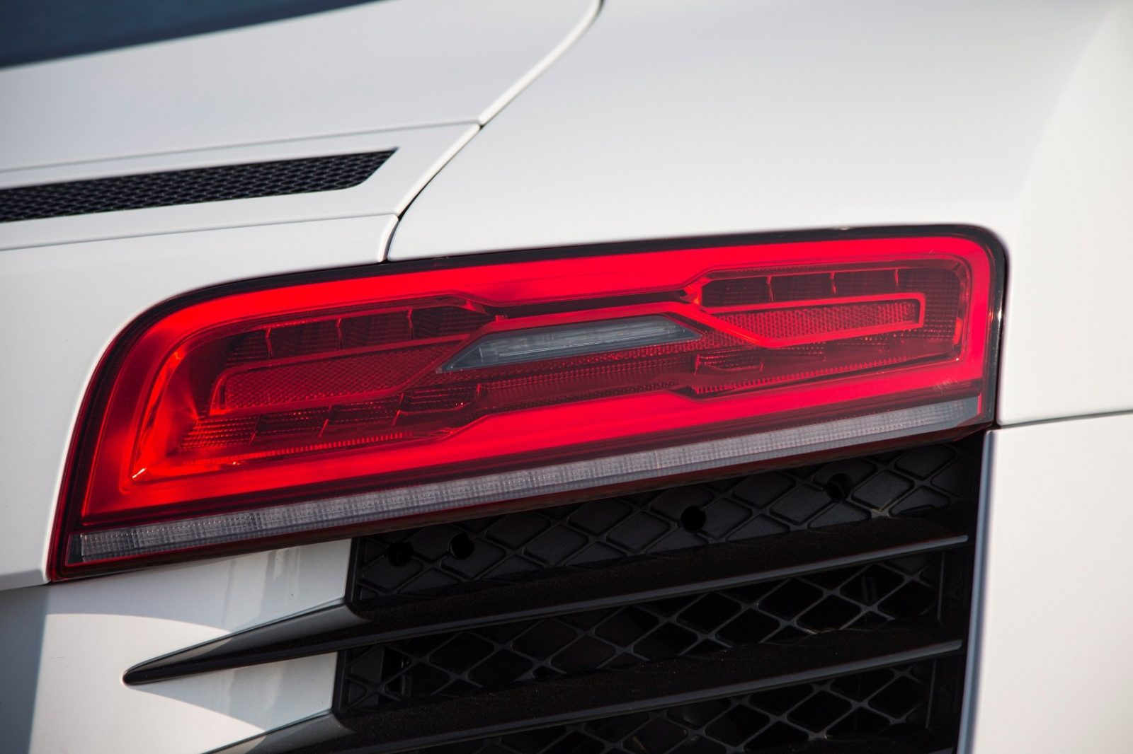 2014 Audi R8 V8 CarRevsDaily  14