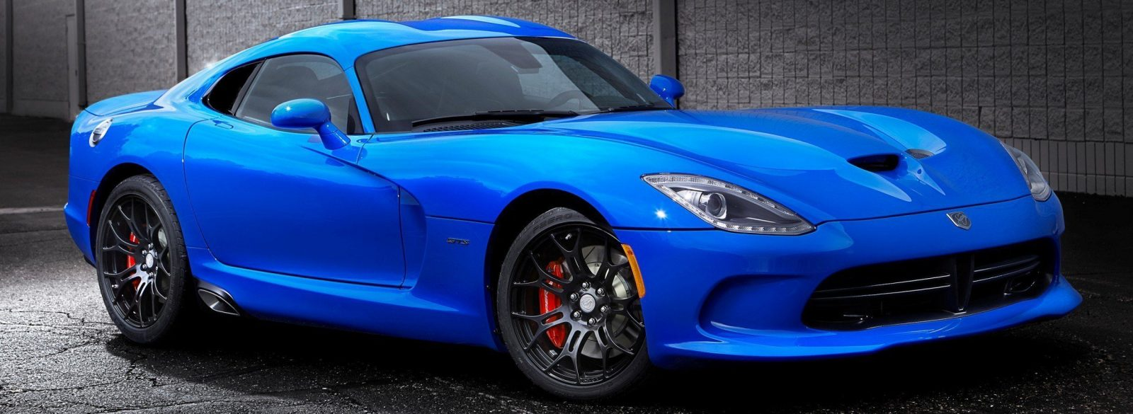 The SRT® brand kicked-off ?The SRT Viper Color Contest,? an online contest that enabled Viper enthusiasts to name the new blue exterior paint color for the 2014 SRT Viper