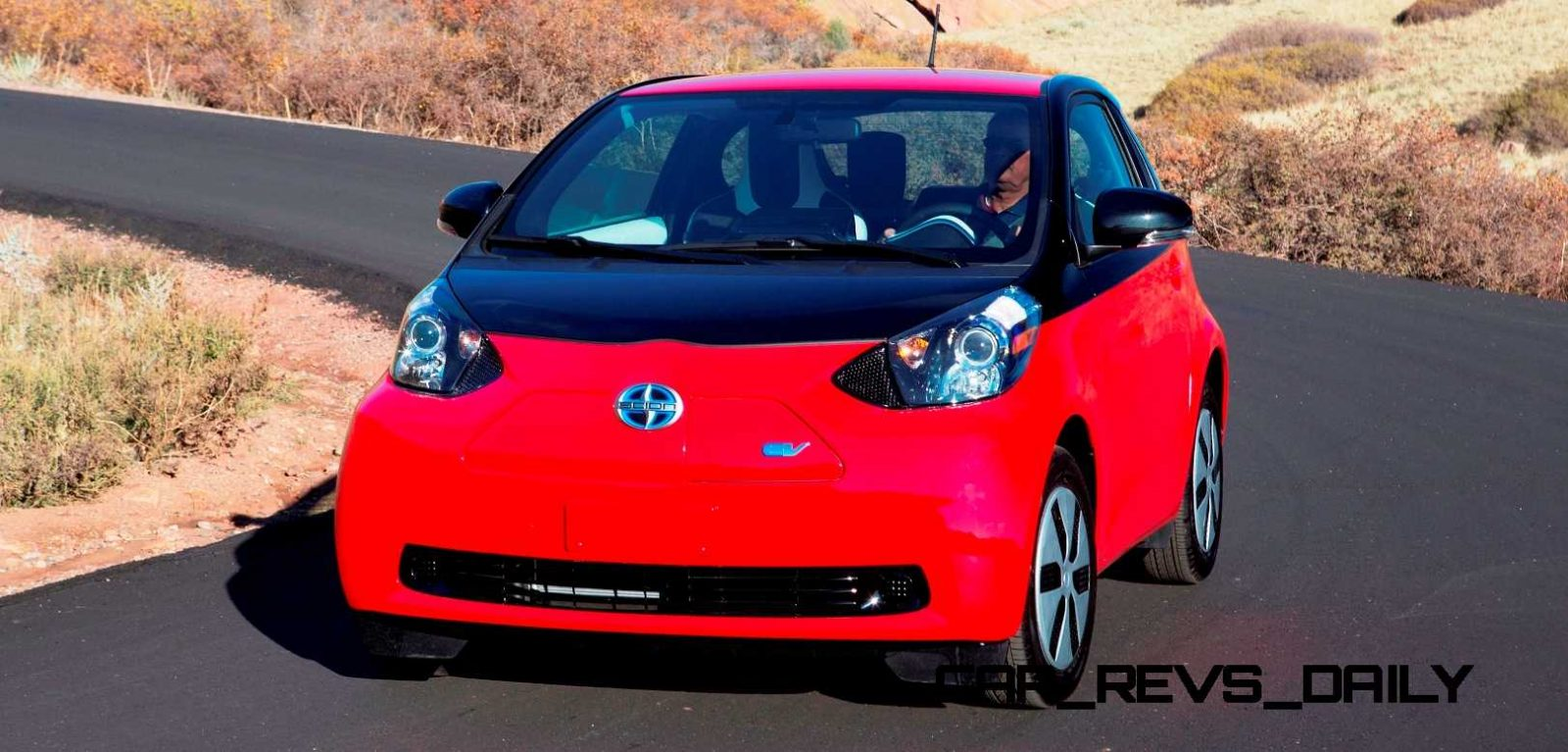 2014 scion iq glams up with two tone styles but base looks best. Black Bedroom Furniture Sets. Home Design Ideas