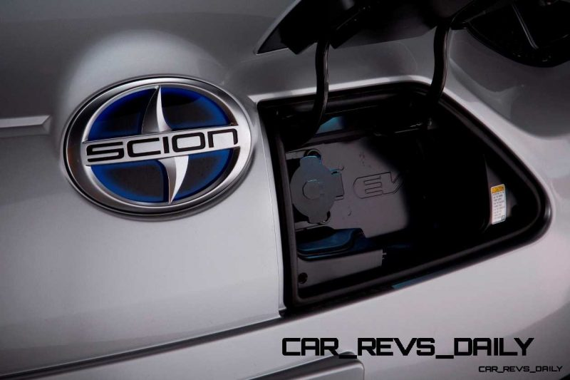 2014 Scion iQ Glams Up With Two-Tone EV and Monogram Editions 42