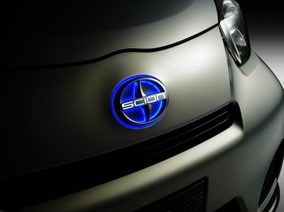 2014 Scion iQ Glams Up With Two-Tone EV and Monogram Editions 53