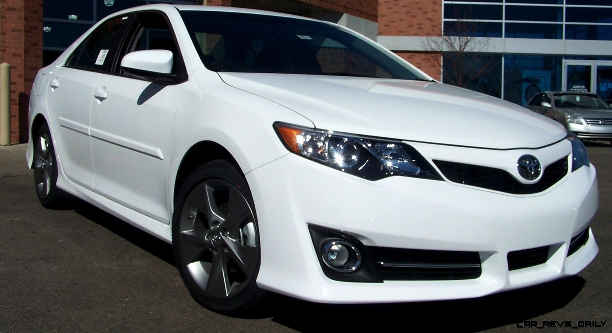 Car Shopping: 2014.5 Toyota Camry SE Updates Styling With ...