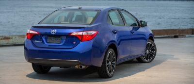 2014_Toyota_Corolla_S_001