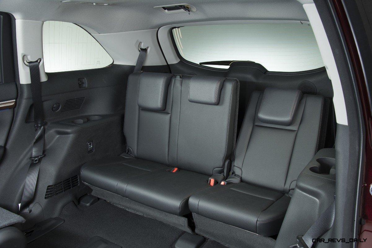 CarRevsDaily 2014 Toyota Highlander Interior Photo11