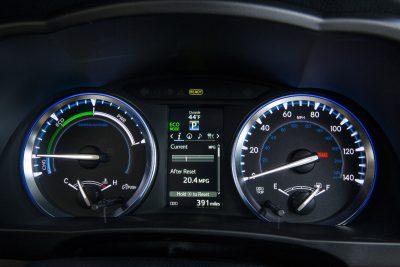 CarRevsDaily - 2014 Toyota Highlander Interior Photo16