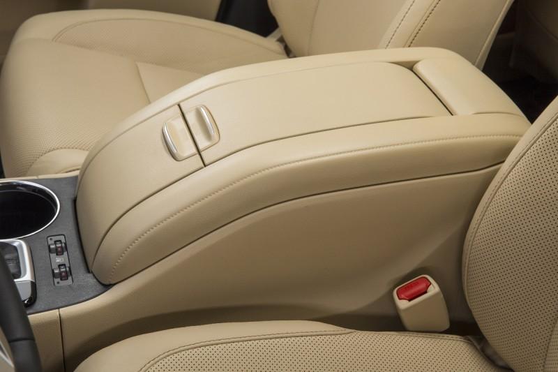 CarRevsDaily - 2014 Toyota Highlander Interior Photo18