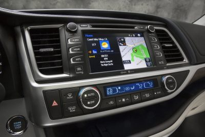 CarRevsDaily - 2014 Toyota Highlander Interior Photo21