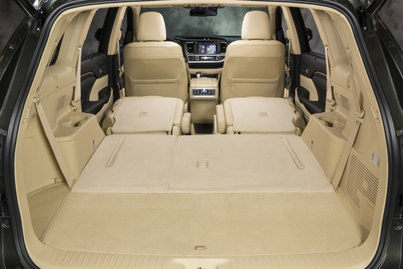 CarRevsDaily - 2014 Toyota Highlander Interior Photo24