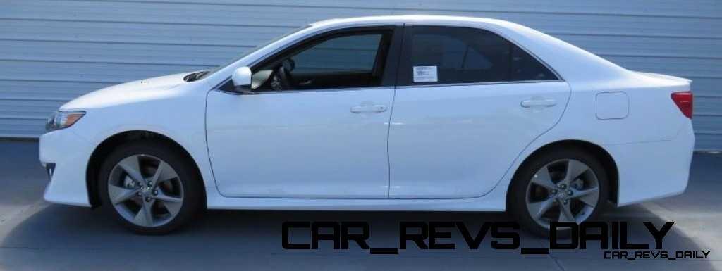 CarRevsDaily.com - 2014.5 Toyota Camry SE Buyers Guide 5