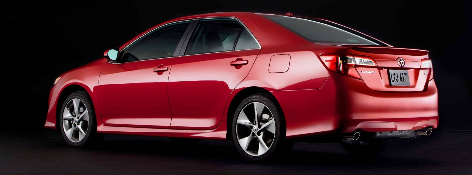 Car Shopping 2014 5 Toyota Camry Se Updates Styling With