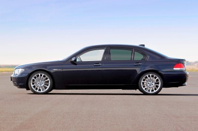 Celebrating the Evolution of the V12 BMW 7-series 50