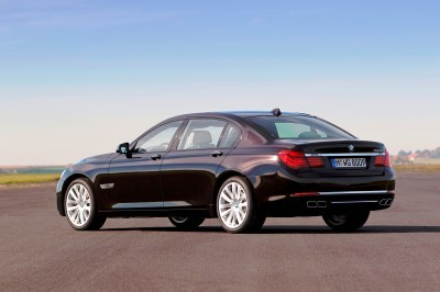 Celebrating the Evolution of the V12 BMW 7-series 62