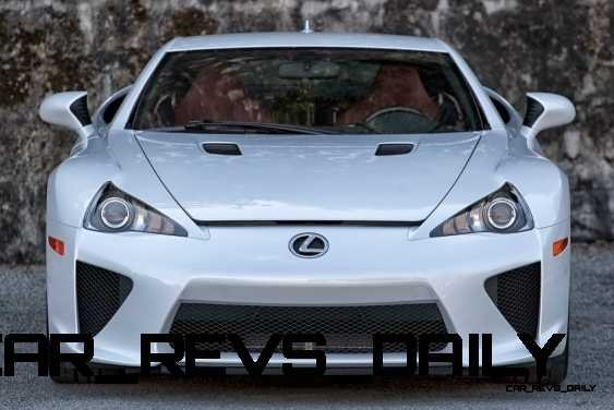 ItzKirb Photographs the Lexus LFA 18
