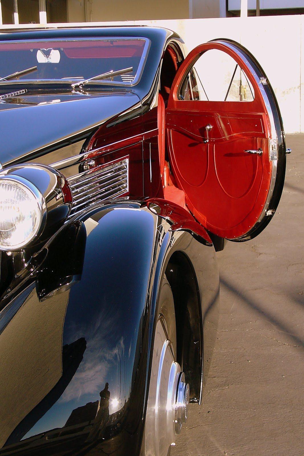 Peterson Auto Museum - 1925 Rolls-Royce Phantom I - 1934 Jonkheere Round Door Aero Coupe 33