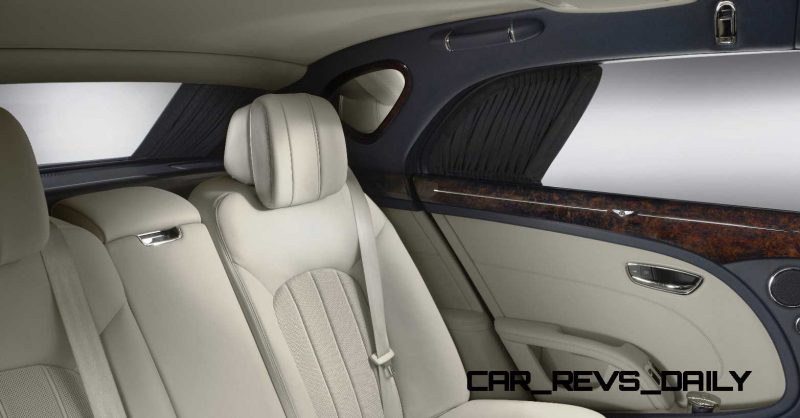 Rear_seats_and_windows_open3