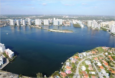 Watch Sharks From Your 50th-Floor Balcony Pool - Porsche Design Tower Miami 70