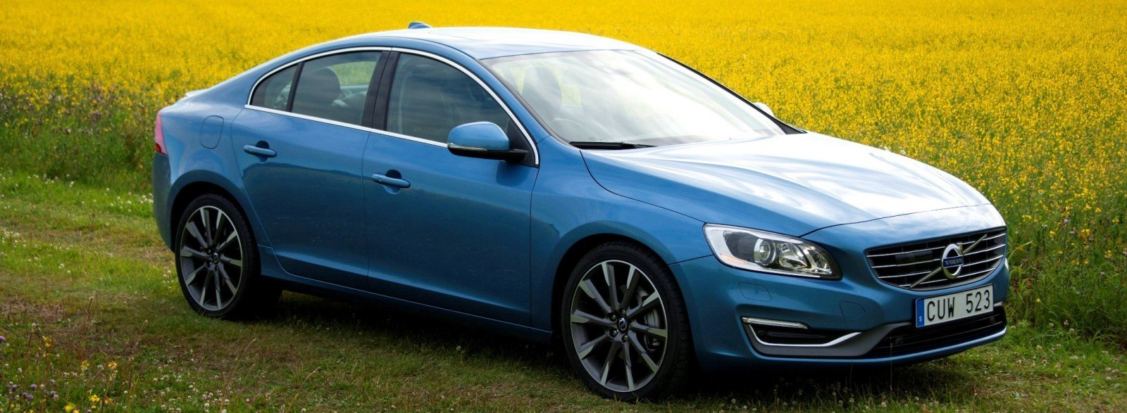 2014 volvo s60 and v60 buyers guide with 78 photos pricing and full tech specs 33k t5 to. Black Bedroom Furniture Sets. Home Design Ideas