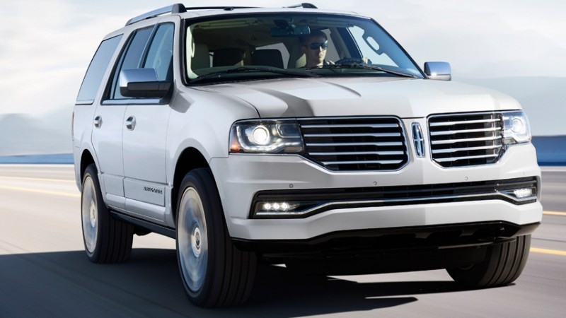 2015 Lincoln Navigator Hero Shot
