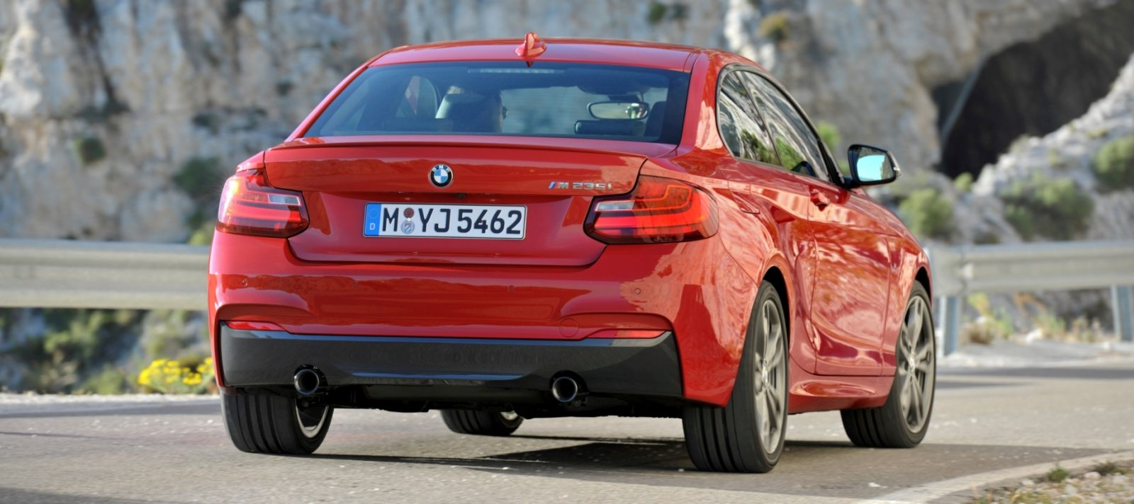 2014 BMW 228i and M235i 43