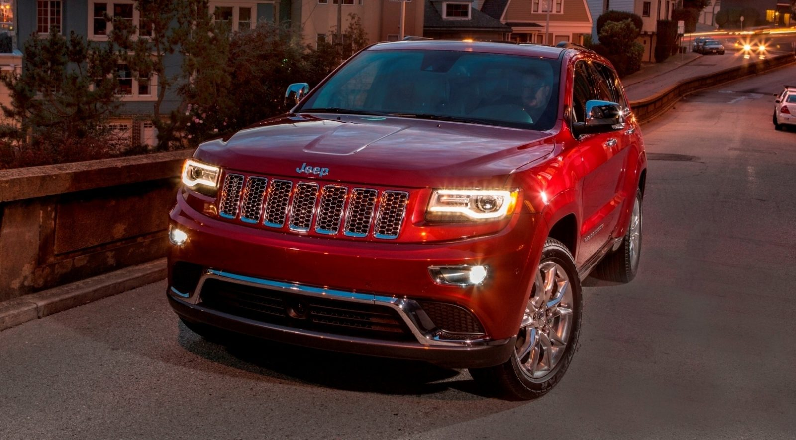 2014 jeep grand cherokee buyers guide to engines suspensions and top trims summit altitude. Black Bedroom Furniture Sets. Home Design Ideas