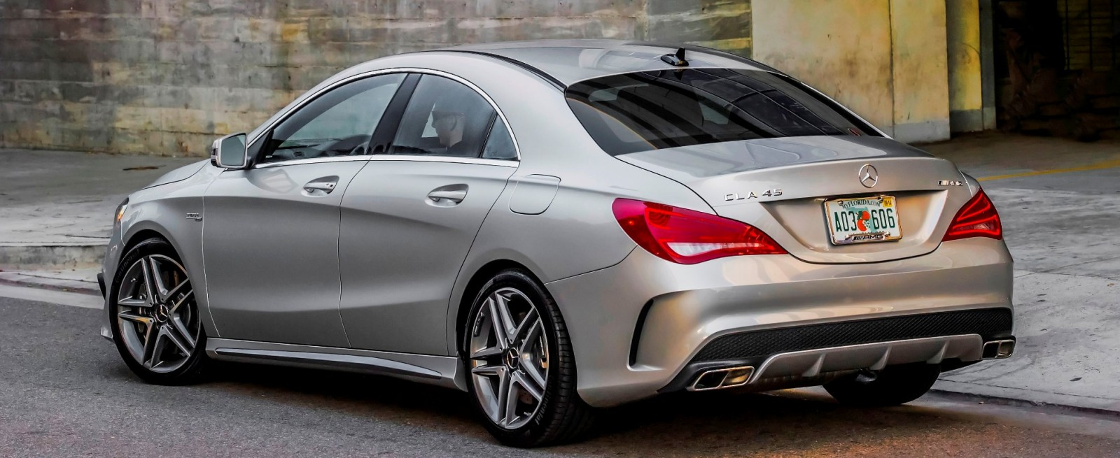 Race start video 2014 cla45 amg shows impressive launch for Mercedes benz cla45 amg 0 60