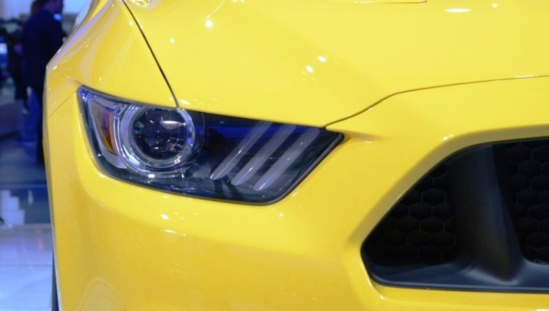 2015-Ford-Mustang-GT-at-2014-NAIAS-headlight-3