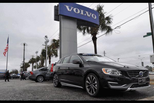 2015 VOLVO V60 T5 GIF