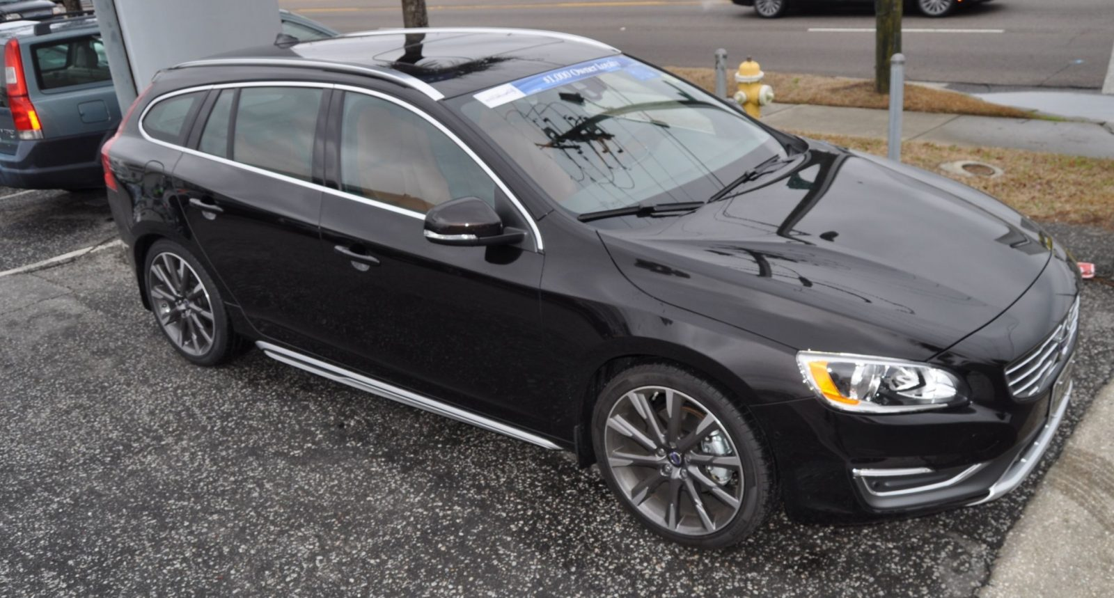2015 Volvo V60 T5 Sport Pack -- Video Walkaround and 30 All-New Photos 8